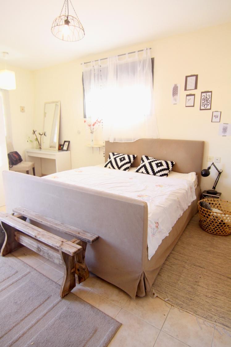 חדר שינה שחור לבן